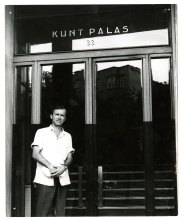 A young Joe Alex at the Kunt Palas